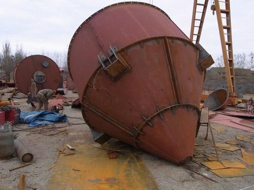 组成和结构   水泥仓(水泥罐)由下部分组成:仓体钢结构部分,爬梯